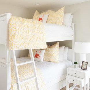 Стильный дизайн: детская в морском стиле с спальным местом, серыми стенами и ковровым покрытием для девочки - последний тренд