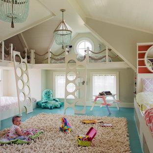 Bild på ett stort maritimt könsneutralt barnrum kombinerat med sovrum och för 4-10-åringar, med turkost golv och grå väggar