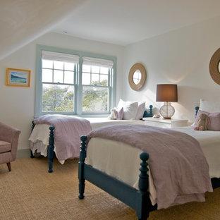 Idée de décoration pour une chambre d'enfant de 4 à 10 ans victorienne avec un mur blanc.