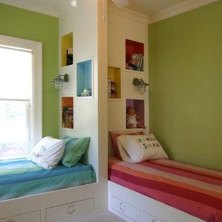 Mittelgroßes, Neutrales Modernes Kinderzimmer mit grüner Wandfarbe, Schlafplatz und Teppichboden in Charleston