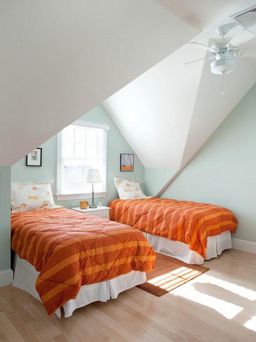 Slanted roof bedroom home design ideas pictures remodel for Slanted roof bedroom ideas