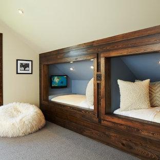 Esempio di una cameretta da letto stile rurale