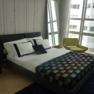Foto di una cameretta per bambini minimalista di medie dimensioni con pareti grigie e parquet chiaro