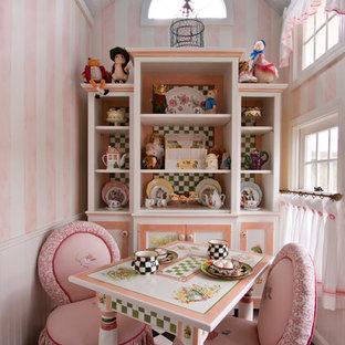 クリーブランドのトラディショナルスタイルのおしゃれな子供部屋 (マルチカラーの壁) の写真