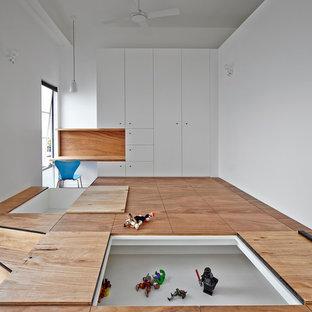 Großes Modernes Kinderzimmer mit weißer Wandfarbe und hellem Holzboden in Melbourne