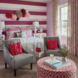 Mittelgroßes Shabby-Style Jugendzimmer mit Schlafplatz, bunten Wänden und Teppichboden in Charlotte