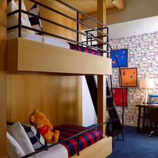 Foto di una cameretta per bambini da 4 a 10 anni design con pareti multicolore, moquette e pavimento blu