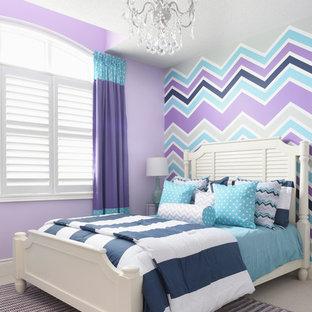 Diseño de dormitorio infantil tradicional renovado con paredes multicolor