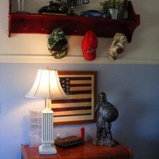 Traditional Kids Boy's cottage bedroom by Linda Hilbrands