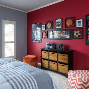 Ejemplo de dormitorio infantil clásico, de tamaño medio, con moqueta, suelo beige y paredes grises