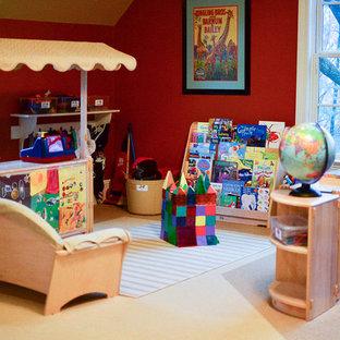 Foto di una cameretta per bambini da 4 a 10 anni classica di medie dimensioni con pareti rosse e moquette