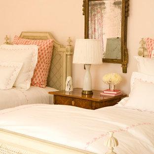 Foto de dormitorio infantil de 4 a 10 años, romántico, con paredes beige
