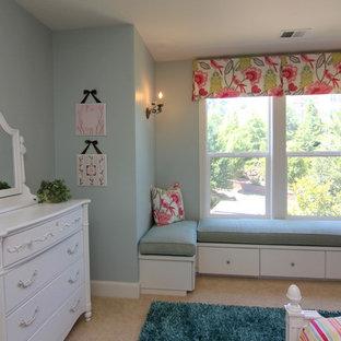 Idee per una cameretta per bambini american style di medie dimensioni con moquette e pareti blu
