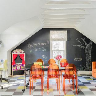 ボストンの広いコンテンポラリースタイルのおしゃれな子供部屋 (クッションフロア、児童向け、マルチカラーの壁、マルチカラーの床) の写真