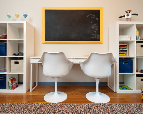 Charmant Inspiration For A Mid Sized Transitional Boy Medium Tone Wood Floor Kidsu0027  Study Room