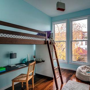 Идея дизайна: детская в современном стиле с спальным местом, синими стенами и темным паркетным полом для подростка, девочки