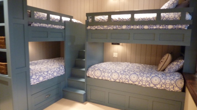 Traditional Kids Bunk Room