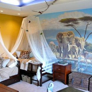 Modelo de dormitorio infantil de 4 a 10 años, ecléctico, de tamaño medio, con paredes multicolor, moqueta y suelo blanco