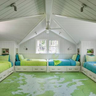 Foto de dormitorio infantil rural, grande, con paredes blancas