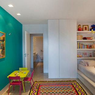 Diseño de dormitorio infantil de 4 a 10 años, mediterráneo, de tamaño medio, con paredes azules