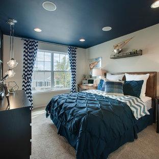 Inspiration för ett mellanstort vintage barnrum kombinerat med sovrum, med heltäckningsmatta, beiget golv och flerfärgade väggar