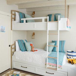 Idee per una cameretta per bambini da 4 a 10 anni stile marino di medie dimensioni con pareti grigie, pavimento in travertino e pavimento beige