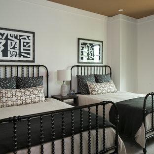 Ejemplo de dormitorio infantil clásico renovado con paredes blancas, moqueta y suelo gris