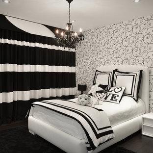 Foto de dormitorio infantil actual con paredes multicolor y suelo de madera oscura