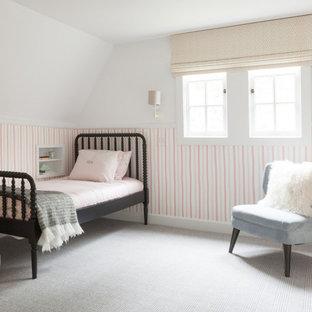 На фото: детская в классическом стиле с спальным местом, розовыми стенами, ковровым покрытием, серым полом, панелями на стенах и обоями на стенах для ребенка от 4 до 10 лет, девочки