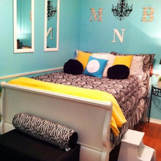 Traditional Kids Chic and elegant teen room