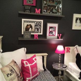 Idées déco pour une grand chambre d'enfant contemporaine avec un mur gris et moquette.