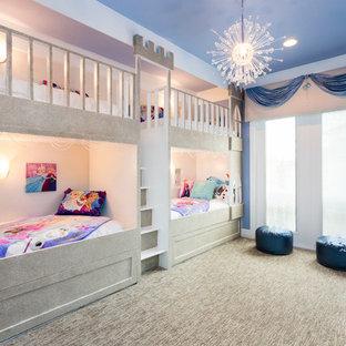Ispirazione per una cameretta per bambini da 4 a 10 anni eclettica di medie dimensioni con pareti blu, moquette e pavimento blu