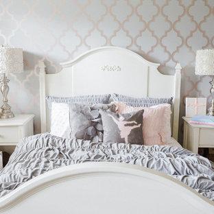 Foto de dormitorio infantil de 4 a 10 años, romántico, grande, con paredes multicolor, moqueta y suelo gris