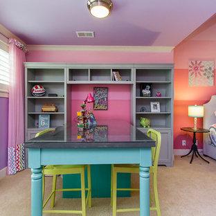 Foto de dormitorio infantil tradicional renovado, grande, con paredes rosas, moqueta y suelo beige