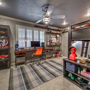 Cette photo montre une chambre d'enfant industrielle de taille moyenne avec un mur gris et moquette.