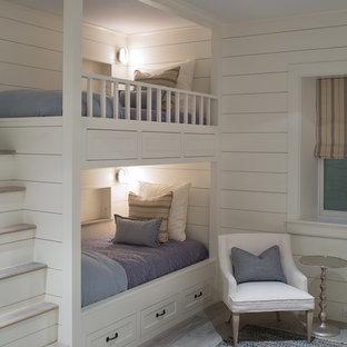 Mittelgroßes, Neutrales Klassisches Kinderzimmer mit Schlafplatz und weißer Wandfarbe in Boston