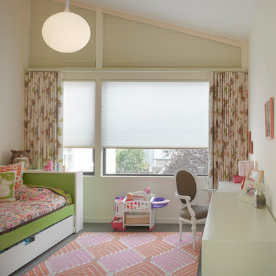 Kids' room - 1960s girl kids' room idea in San Francisco with white walls