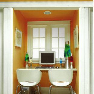 Foto de dormitorio infantil contemporáneo con parades naranjas