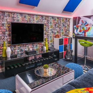 Foto de dormitorio infantil bohemio, de tamaño medio, con paredes blancas, moqueta y suelo multicolor