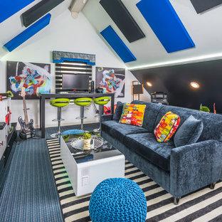 Cette photo montre une chambre d'enfant éclectique avec un mur multicolore, moquette et un sol bleu.