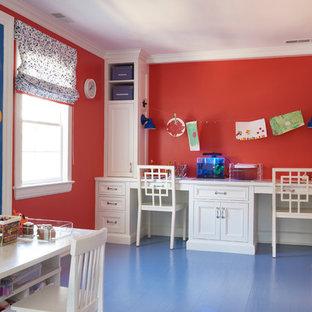 Idéer för att renovera ett mellanstort eklektiskt könsneutralt barnrum kombinerat med lekrum och för 4-10-åringar, med röda väggar, blått golv och målat trägolv