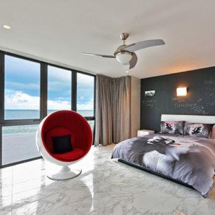 Свежая идея для дизайна: большая детская в современном стиле с спальным местом, черными стенами и мраморным полом для подростка, девочки - отличное фото интерьера