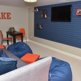 Esempio di una piccola cameretta per bambini contemporanea con pareti beige e moquette
