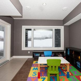 Cette image montre une chambre d'enfant de 1 à 3 ans design de taille moyenne avec un mur gris et un sol en liège.