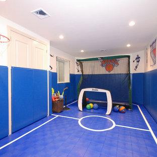 Modernes Kinderzimmer mit Spielecke und blauem Boden in New York