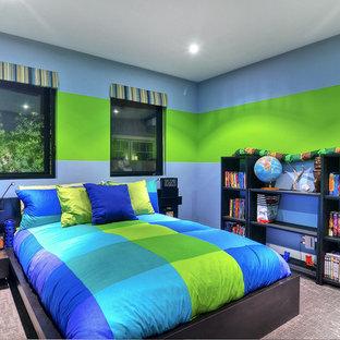 Foto di una cameretta per bambini design di medie dimensioni con moquette, pareti multicolore e pavimento grigio
