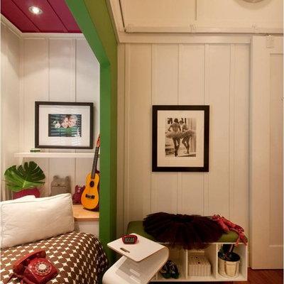 Example of a trendy gender-neutral kids' bedroom design in Hawaii