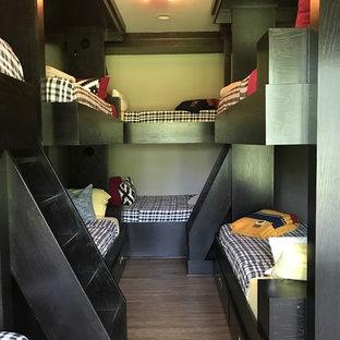 Exempel på ett stort modernt könsneutralt tonårsrum kombinerat med sovrum, med grå väggar, grått golv och vinylgolv