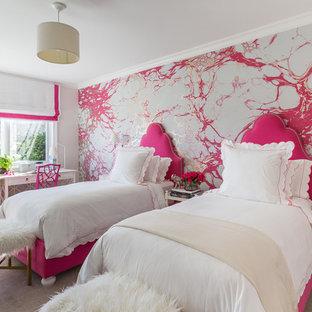 Inspiration för ett mellanstort vintage flickrum kombinerat med sovrum, med flerfärgade väggar och heltäckningsmatta