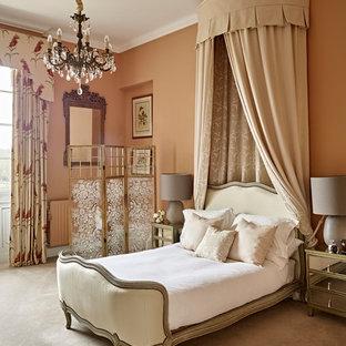 Идея дизайна: нейтральная детская среднего размера в викторианском стиле с спальным местом, оранжевыми стенами, ковровым покрытием и бежевым полом для ребенка от 4 до 10 лет